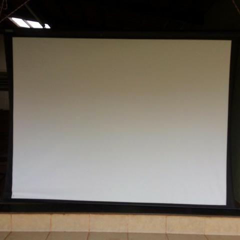 Tela Retrátil (telão) para projeção -Retrátil CSR-120 | 120 polegadas Home Theater