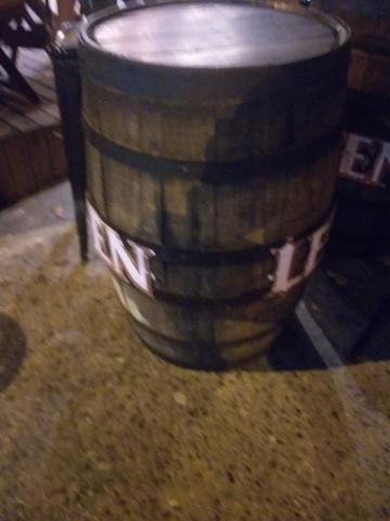 Vendo banquetas e barril - Foto 4