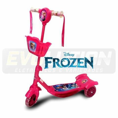 Patinete Infantil Musical Frozen 3 Rodas Com Luzes - Foto 5