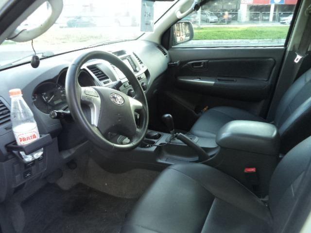 Toyota Hilux CD 2.7 16V Flex/GNV Automatico Completo Couro 2013 Branca - Foto 7