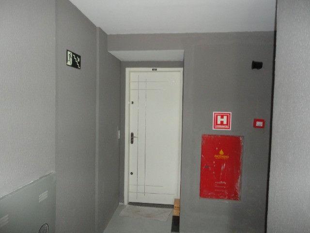 Vendo Apart 60 m2, 3 quartos, 2 banheiros 1 varanda e 1 garagem - Foto 2