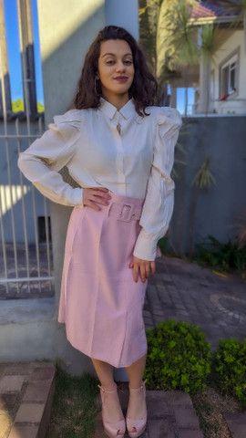 Camisa manga bufante roupas femininas - Foto 2