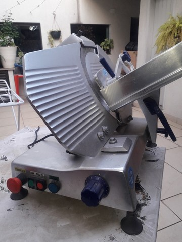 Cortador de Frios Semi Automática Gural GLP 300