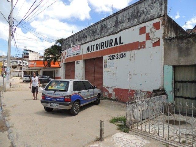 Alugo loja com estacionamento - Avenida movimentada