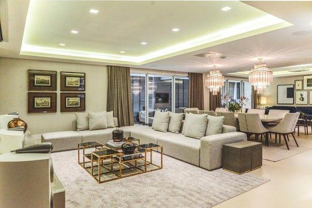 Apartamento para venda possui 441 metros quadrados com 5 suítes e 5 vagas de garagem em Cu - Foto 7