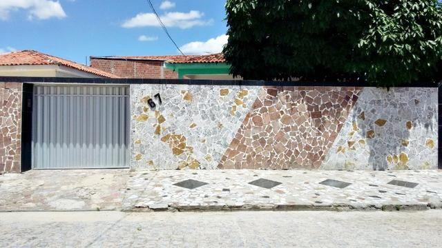 Casa no Catolé, 03 Quartos (sendo 01 suíte)