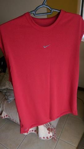 de09757480 Camiseta Dry Fit Nike P Vermelha - Roupas e calçados - Vila Izabel ...