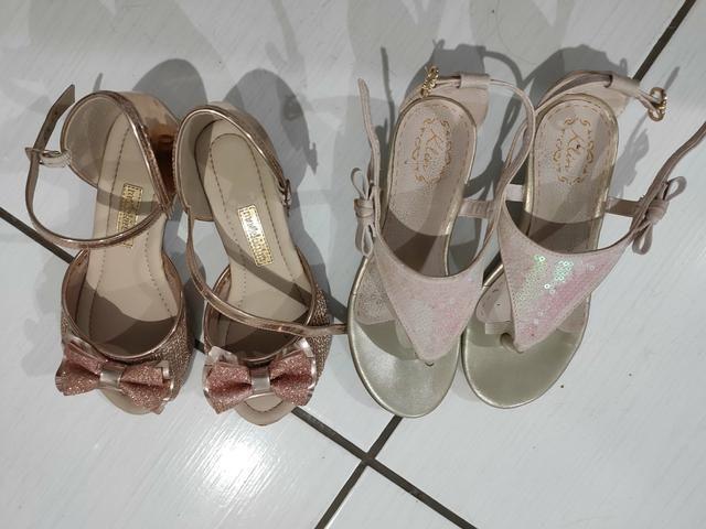 Vendo 2 sandálias infantil