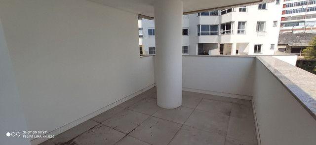 Apartamento 3 dormitórios de frente para lagoa do Violão - Foto 6
