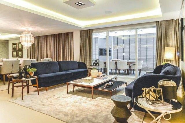 Apartamento para venda possui 441 metros quadrados com 5 suítes e 5 vagas de garagem em Cu