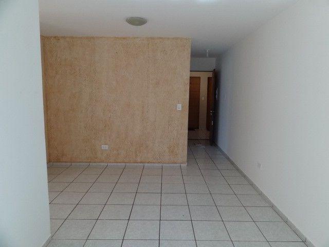 LOCAÇÃO   Apartamento, com 3 quartos em AEROPORTO, Maringá
