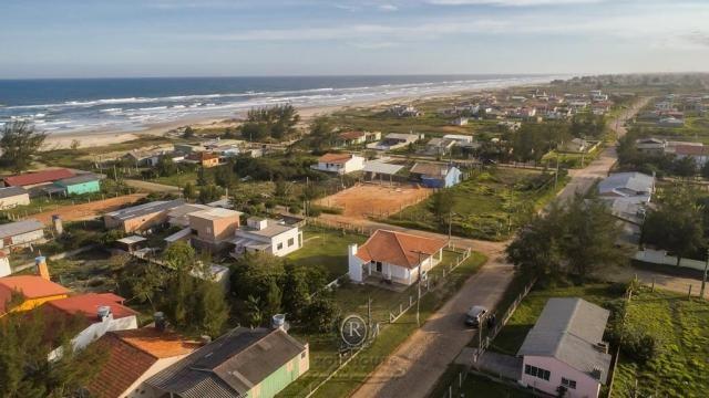Casa a meia quadra da beira mar em Torres - Foto 11