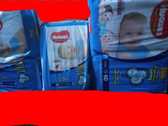Fraldas descartáveis 4 pacote fechado dois de 60 e um de 28 e outro de 36