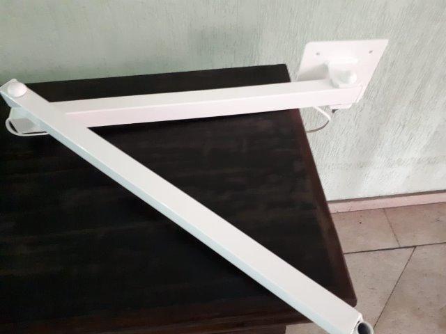 LUPA de Led com braçadeira móvel , branca, sem uso - Foto 4