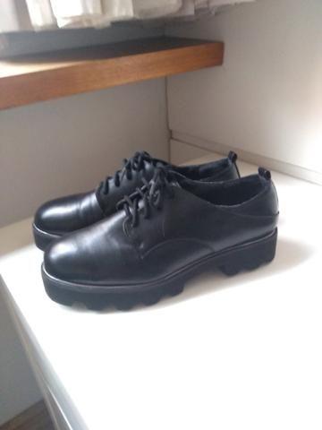 Sapato sola tratorada marca Bershka