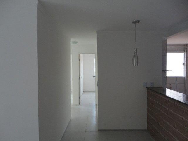 Vendo Apart 60 m2, 3 quartos, 2 banheiros 1 varanda e 1 garagem - Foto 3