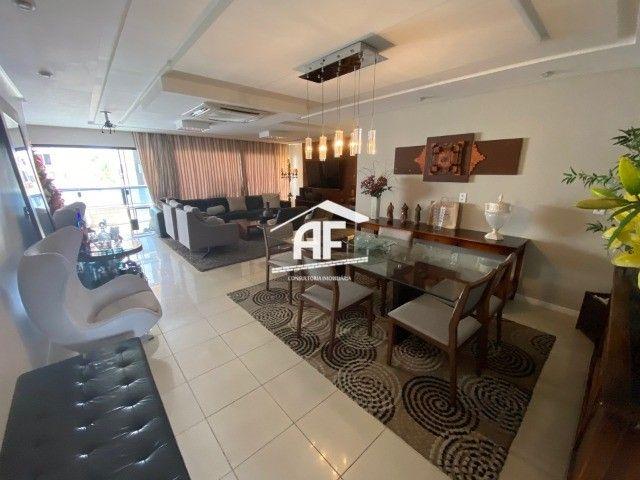 Apartamento Localizado na Ponta Verde, segunda quadra da praia - 225m², 4 suítes
