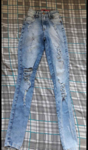 Calça Jeans Rasgada Número 36