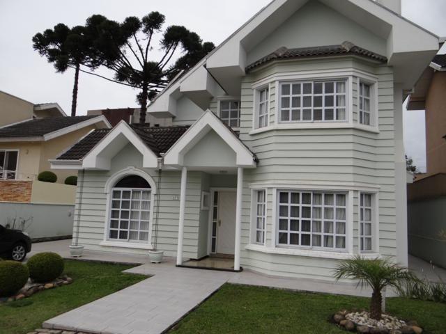 Casa em condominio fechado 04 quartos em Santa Felicidade