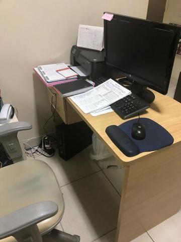 Mesa de escritório ,marfim,com 2 gavetas usada
