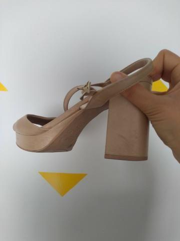 Sandalia nude perolada marca usaflex numero 37