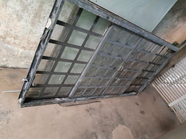 Vendo uma janela de ferro sasazaki usada mais está em perto estado