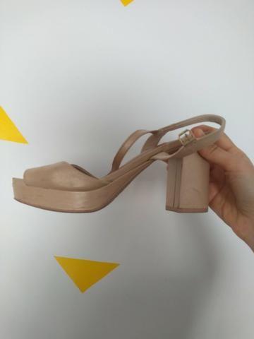 Sandalia nude perolada marca usaflex numero 37 - Foto 3