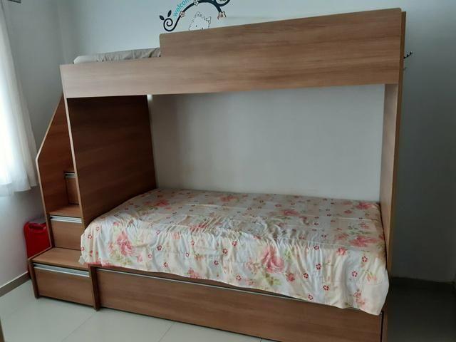Beliche com cama auxiliar e três colchões