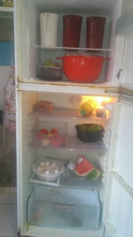 Vendo ou troco geladeira duplex gelo secp