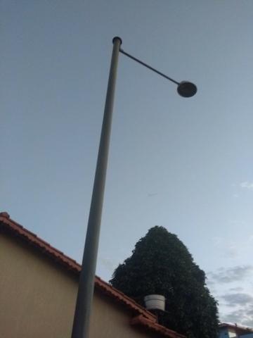 Poste com luminaria - Foto 4