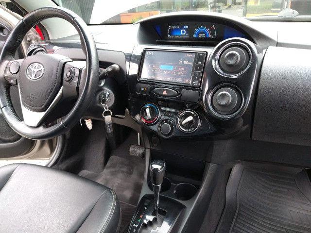 Vendo Etios Hatch 1.5 XLS Automático 2017/2018 - Foto 14