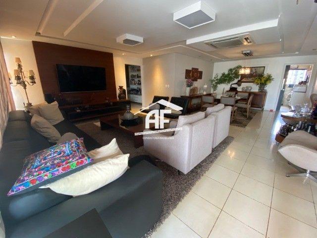 Apartamento Localizado na Ponta Verde, segunda quadra da praia - 225m², 4 suítes - Foto 2