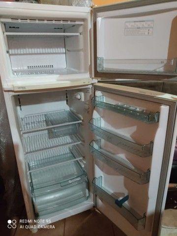 Geladeira usada em ótimo estado 360 litros - Foto 6