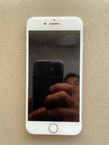 Iphone 8 - 64GB - Apple - Branco - Foto 2