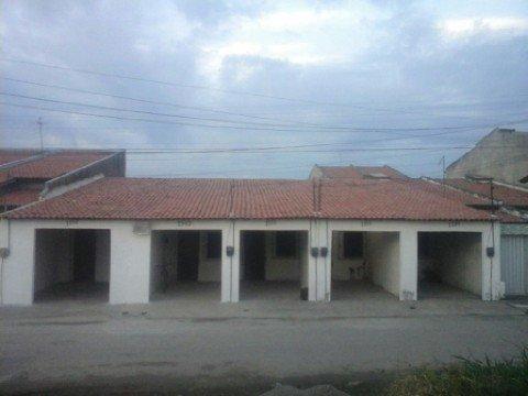 Vendo ou troco uma vila em Maracanaú preço negociável vendo separadamente também