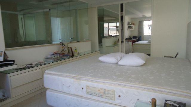 Apartamento à venda com 4 dormitórios cod:MI4CB8013