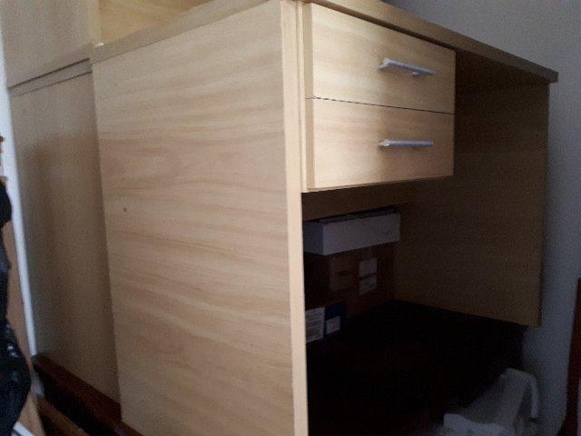 Mesa de escritório ,marfim,com 2 gavetas usada - Foto 2