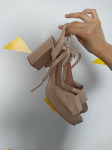 Sandalia nude perolada marca usaflex numero 37 - Foto 5