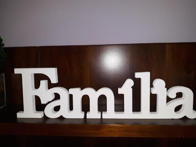 Palavra Família em MDF