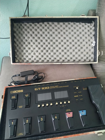 Pedaleira Boss GT100 com case