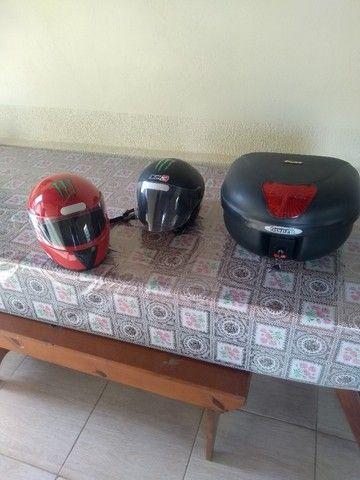 2 capacetes e 1 baú para moto - Foto 4