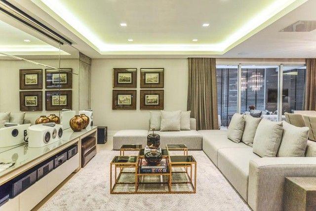 Apartamento para venda possui 441 metros quadrados com 5 suítes e 5 vagas de garagem em Cu - Foto 20