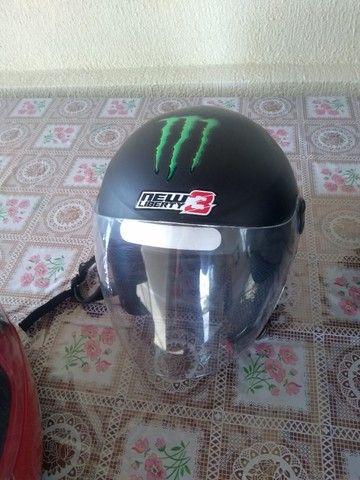 2 capacetes e 1 baú para moto - Foto 3