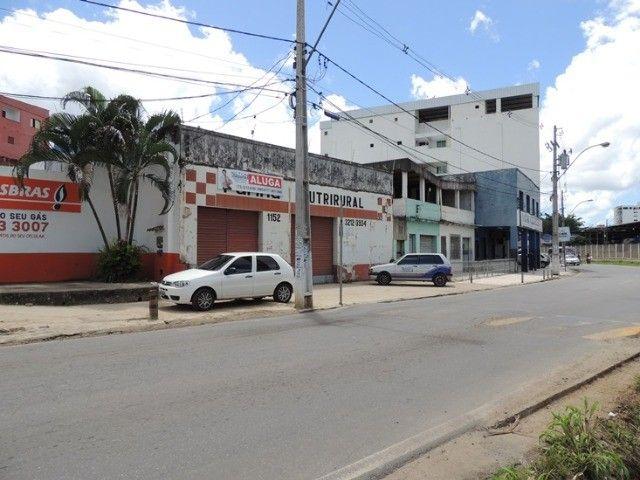 Alugo loja com estacionamento - Avenida movimentada - Foto 11