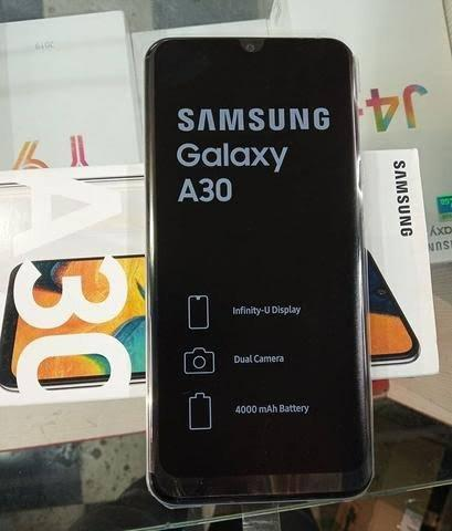Samsung A30 - 64 GB - Foto 2