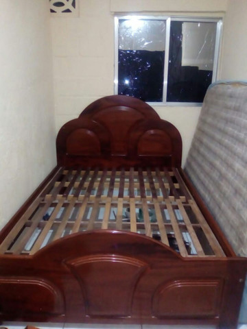 Cama de casal madeira maciça