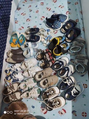 Lote com 18 pares de sapatinhos para menino - Foto 4
