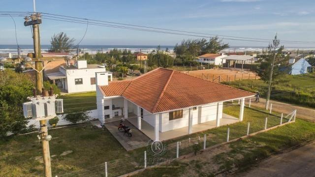 Casa a meia quadra da beira mar em Torres - Foto 2