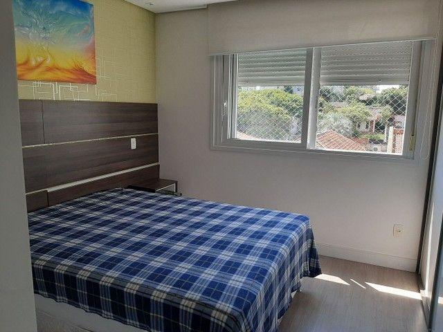 Alugo Apto Mobiliado de 3 dormitórios Bairro Petrópolis - Foto 3