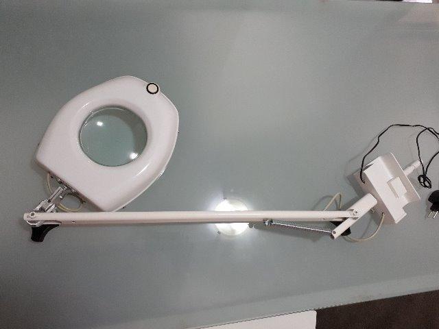 LUPA de Led com braçadeira móvel , branca, sem uso - Foto 2